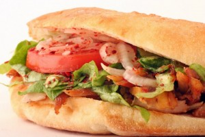 Meinen Döner mit allem, die klassischen Beilagen für den Döner Kebab